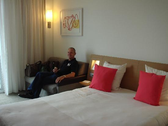 Novotel Barcelona City: The Double Bed Room with a Sofa..