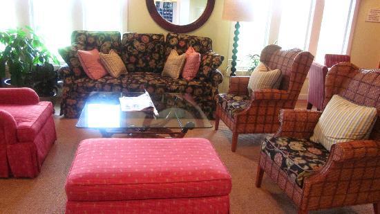 Winnetu Oceanside Resort: family rm