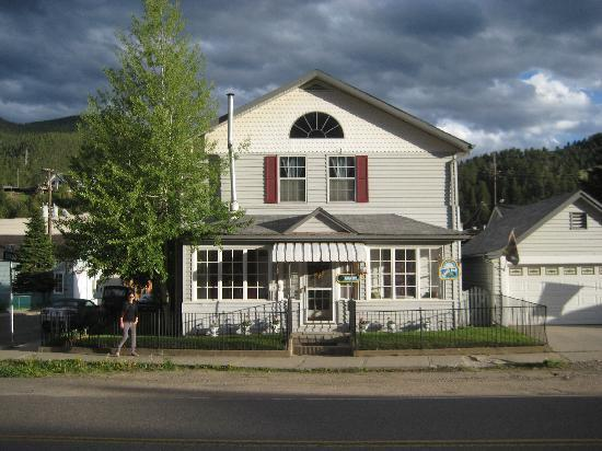 Miners Pick Bed and Breakfast: Front view