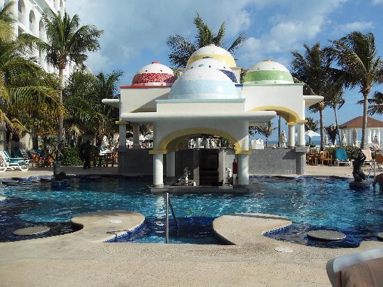 Hotel Riu Cancun: Swim up Bar