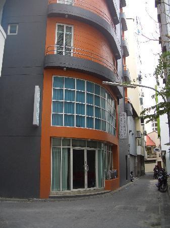 Central Boutique Inn: Exterior of Boutique Inn on quiet street