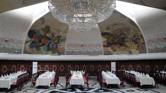 Otrar: Main dining area / ballroom