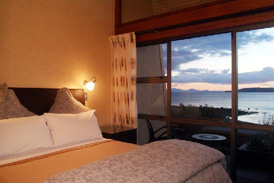 Oasis Beach Resort: 2 bedroom lakefront