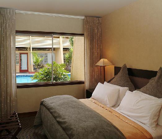 Oasis Beach Resort: 1 bedroom poolside