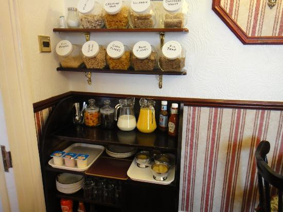Athenaeum Lodge: Selection of cereals & fruits