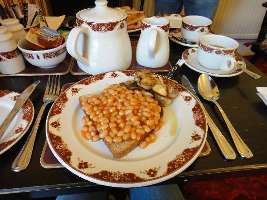 Athenaeum Lodge: Beans on toast breakfast