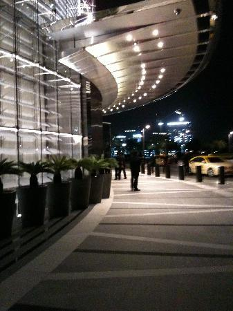 Armani Hotel Dubai: The Main Entrance - Out