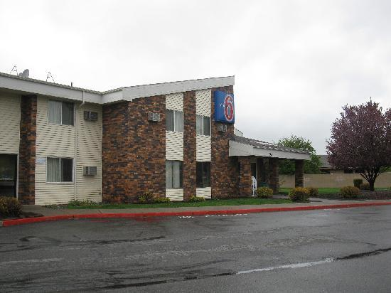 Motel 6 Spokane East: Front of motel