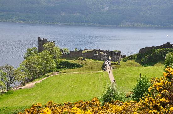 Inverness, UK : castle on the Loch Ness