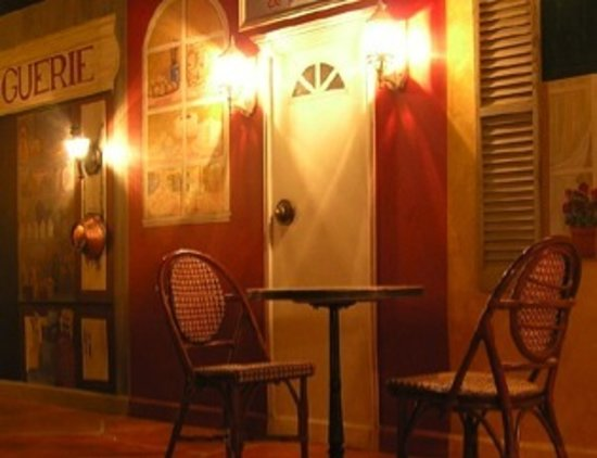 Rue Des Crepes: Very French Atmosphere