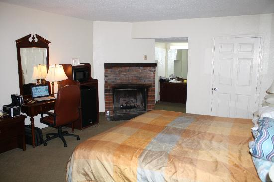 Crossroads Inn and Suites: Our Room