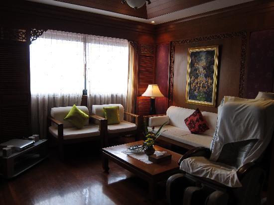 Beach Terrace Hotel Krabi: Jacuzzi Suite lounge