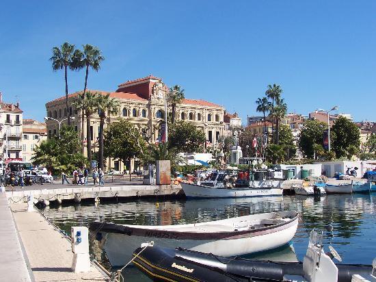 Mercure Cannes Croisette Beach: La mairie de Cannes