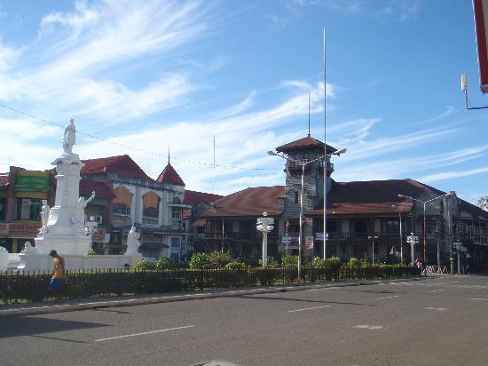 Zamboanga City Hall: plaza