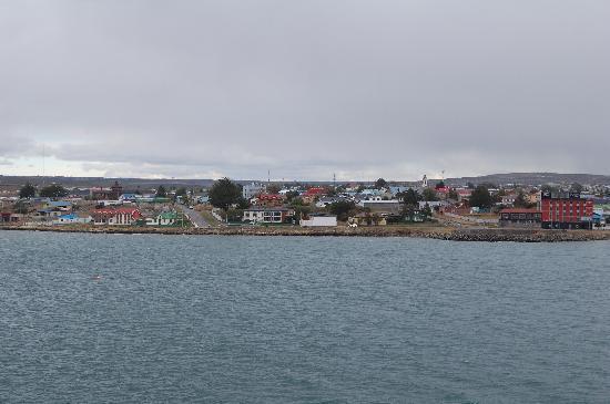 Kau Patagonia: Vista al hotel desde el mar