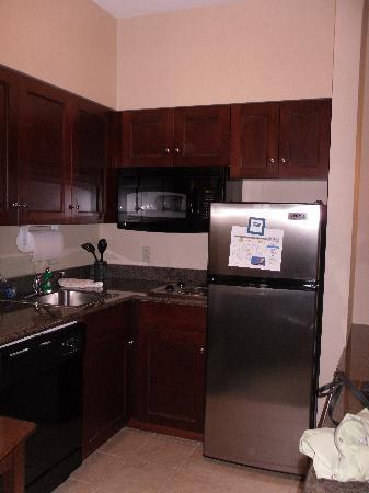 Staybridge Suites Buffalo-Airport: kitchen area
