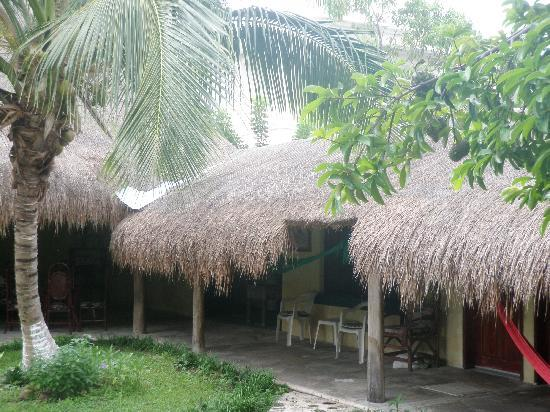 Amigos Hostel Cozumel: Room exterior