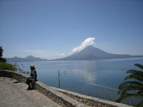 Panajachel, Guatemala : Down by the lake