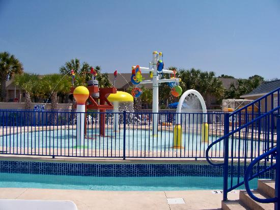 Surfside Beach, SC: The kiddie area with lazy river going around it
