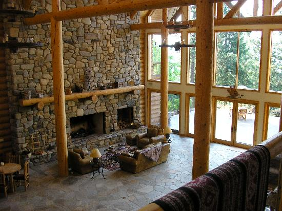 Cougar Crest Lodge: The interior is spectacular