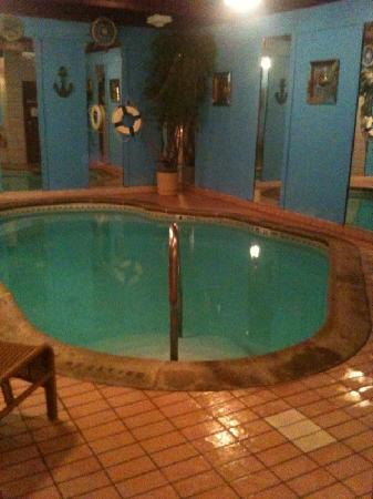 Inn of the Dove - Bensalem: THE WONDERFUL POOL