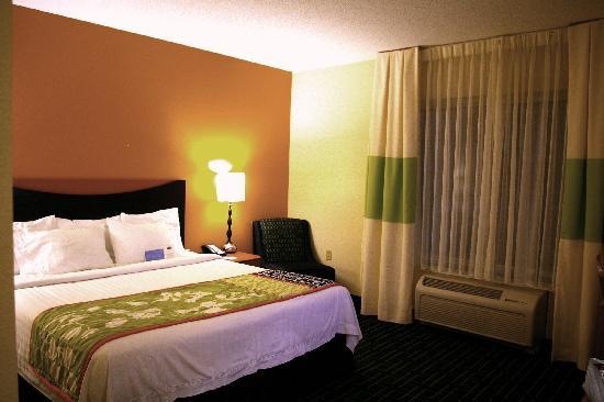 Fairfield Inn & Suites Carlisle: King Bed