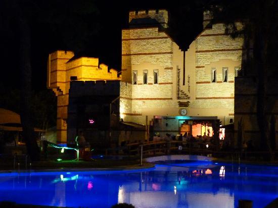 Kemer Holiday Club: Swimming Pool by night