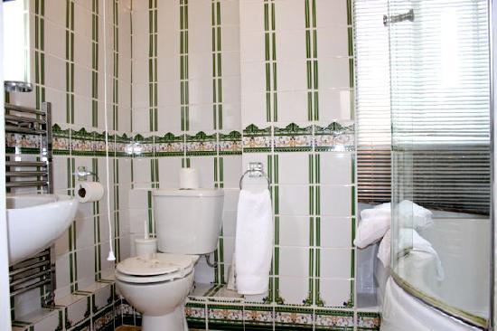 Ilfracombe House Hotel: Studio Flat Bathroom