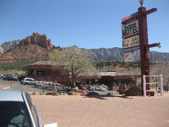 Sedona Motel: Outside 1