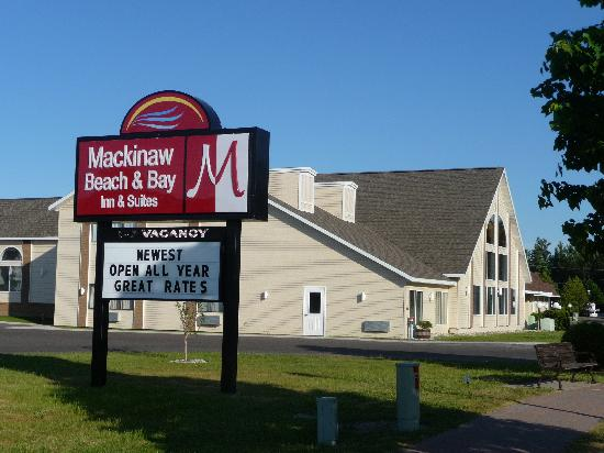Mackinaw Beach and Bay - Inn & Suites: Mackinaw Beach and Bay All Suites Resort