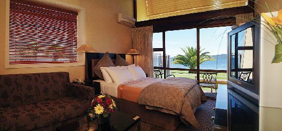 Oasis Beach Resort: Lake view studio unit