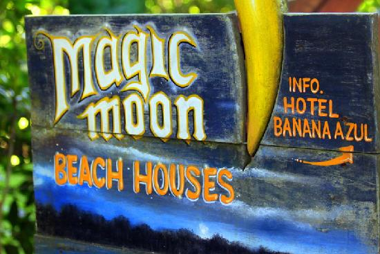 Magic Moon Beach House: Sign