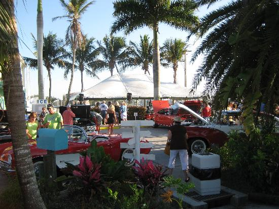 We Have A Car Show The St Monday Of Every Month Picture Of - Parrot key car show