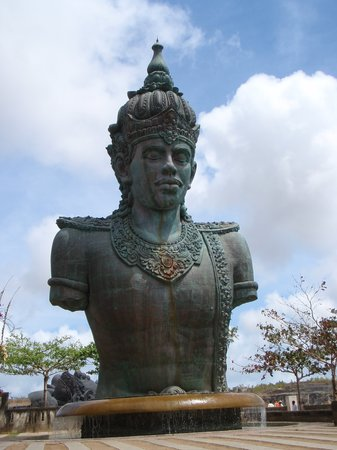 Унгасан, Индонезия: statue of Hindu god Wisnu