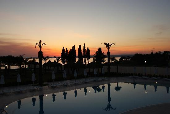 Apollonium Spa & Beach Resort: romantische Abendstimmung