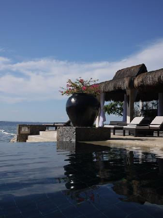 ‪‪Abaca Boutique Resort‬: Infinity pool and cabana‬