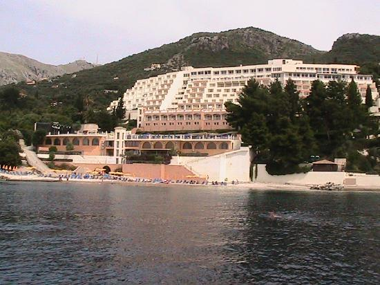 Nissaki, Hellas: View of Hotel From Boat