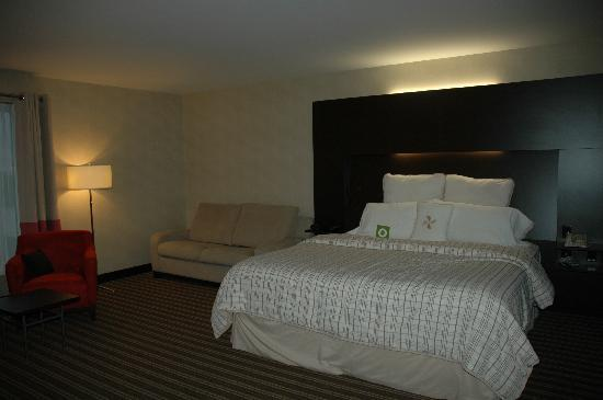 Four Points by Sheraton Levis Convention Centre: Comfortable bed