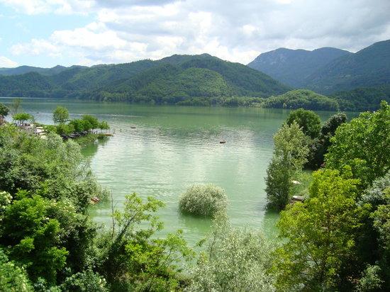 Il Pescatore: Lago del Salto: vista dal ristorante