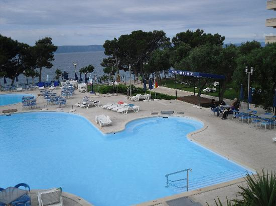 smartline Bluesun Neptun: From pool out to the pebbly beach