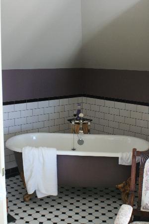 Sunderland House: Premier Suite bath