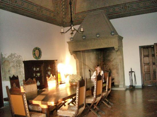 Castello Malaspina di Fosdinovo: What a dining room!