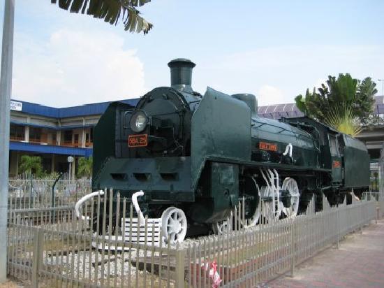 Butterworth KTM Station前の展示機関車