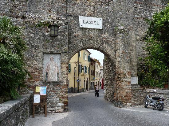 Lazise, Italië: Einfahrttor