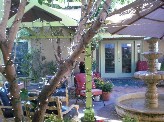 Casa de Rosie - A Mesilla B and B: Beautiful Courtyard
