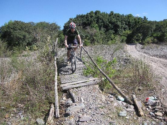 MTB Aventura Salta: Cycling over the scary bridge