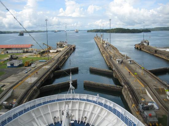 Panama-kanalen: Going through one of the 3 locks