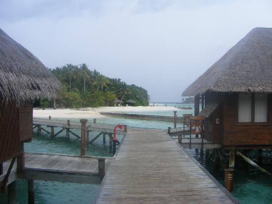 Veligandu Island Beach : Water Villas
