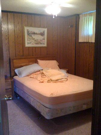 Eagle Bluff Condominiums: bedroom 121B