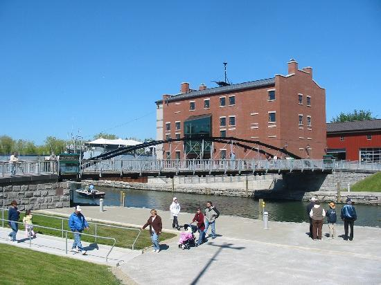 Buffalo, NY: Erie Canal Harbor